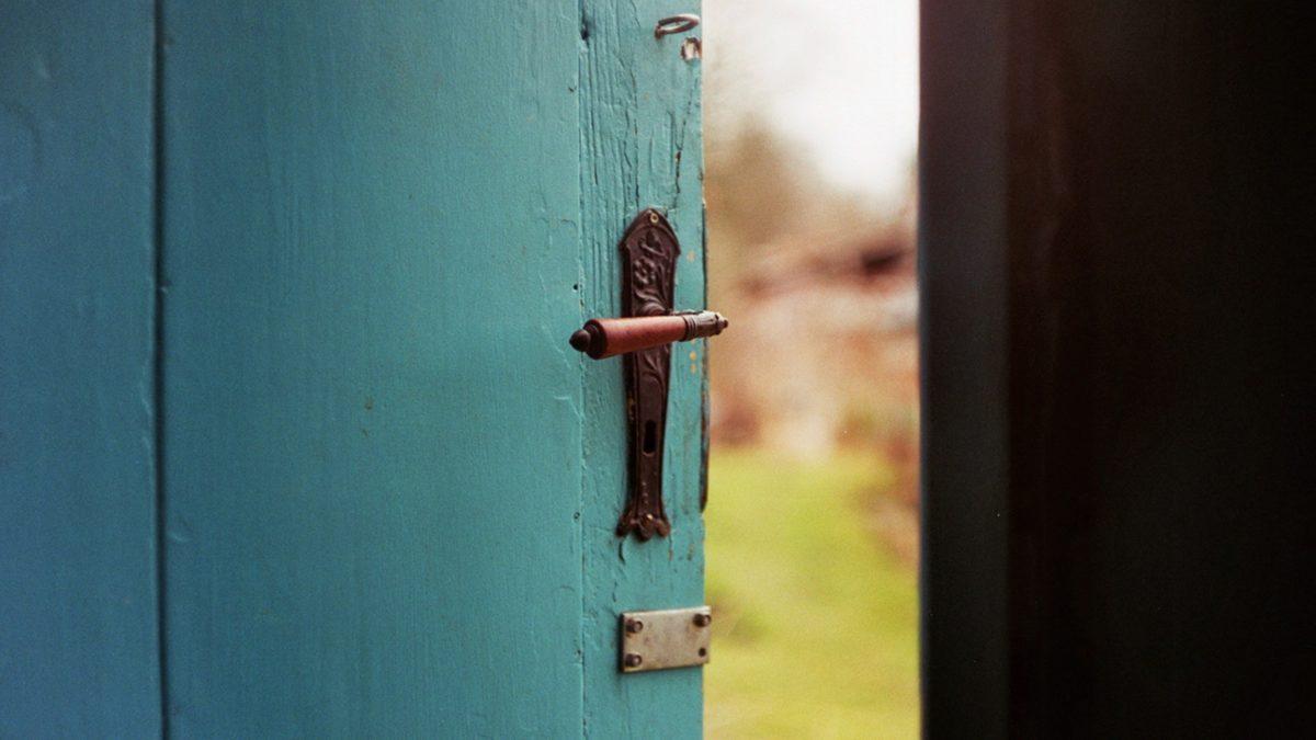 Picture of an open door
